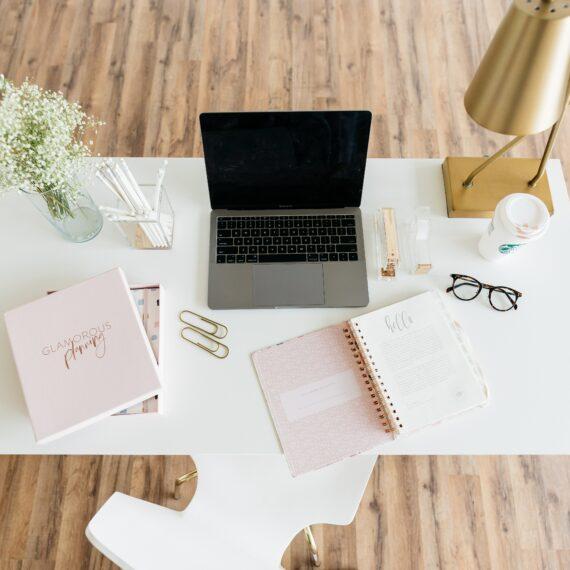 Bülow90 Arbeitsplatz mit Laptop